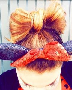 прическа бант из волос на средние волосы с косынкой