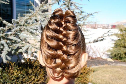 прическа коса с карандашом на длинные волосы