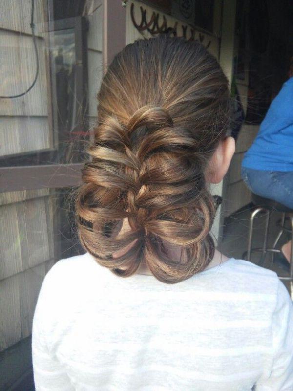 прическа с карандашом коса