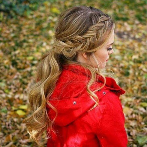 прическа коса на бок с локонами фото