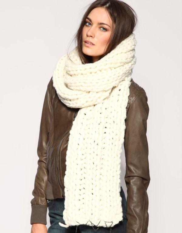 белый шарф оверсайз под куртку фото