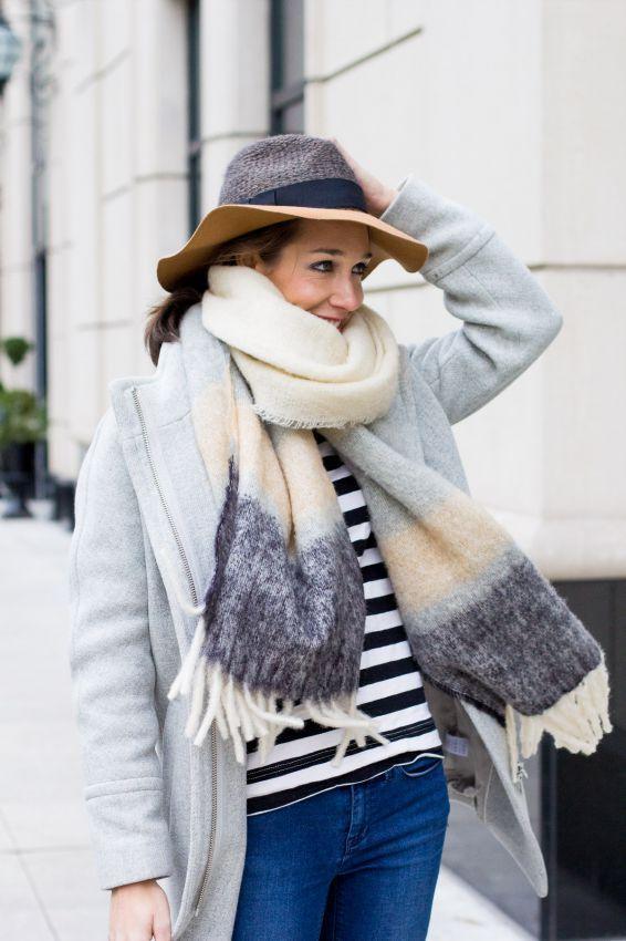 как модно завязывать шарф с бахрамой