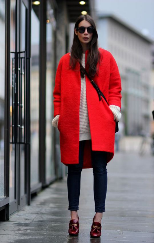 красное женское пальто фото