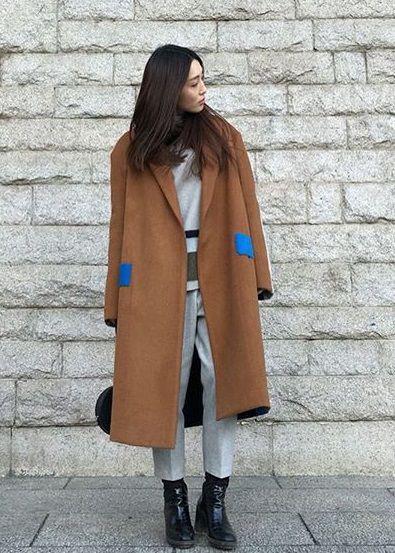 коричневое пальто оверсайз лук