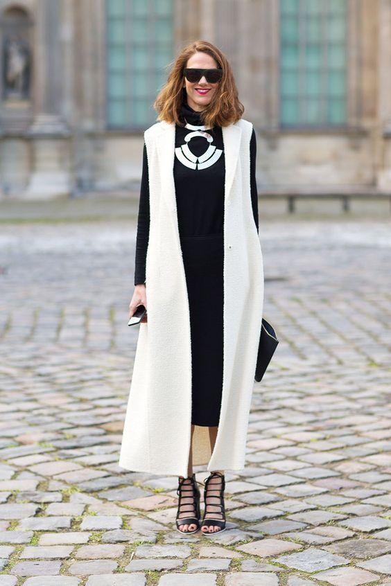 белое женское пальто без рукавов фото