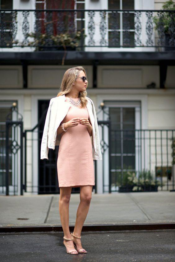 розовое офисное платье футляр фото