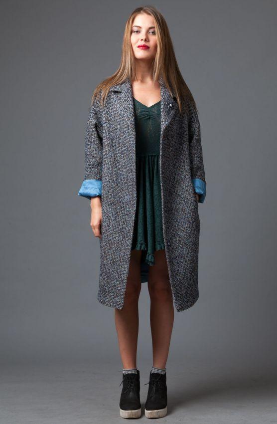 прямое серое твидовое пальто