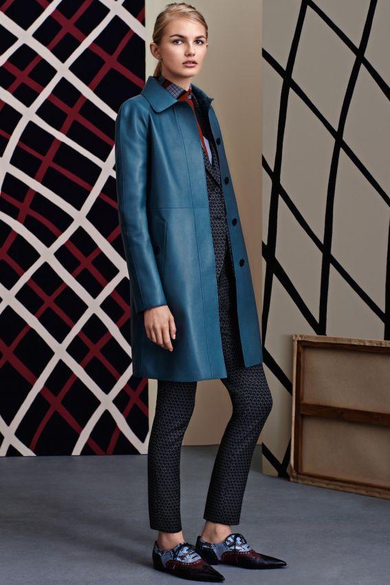 прямое синее женское кожаное пальто фото