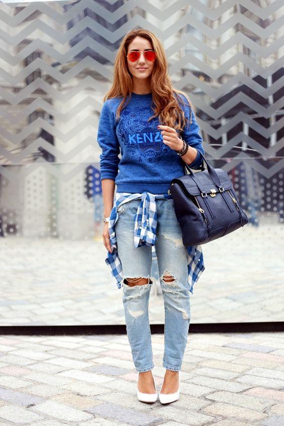 синий свитшот со светлыми джинсами лук