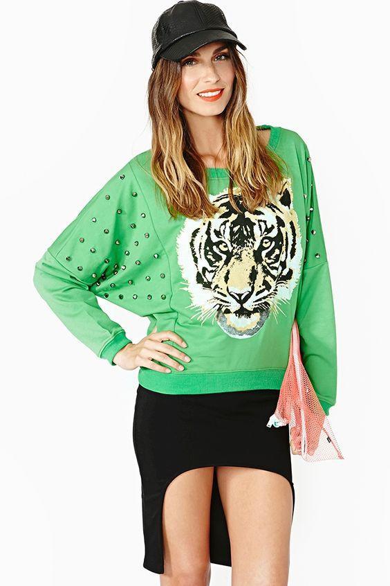 зеленый свитшот с тигром и кепкой