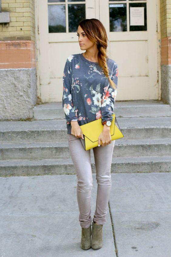 модный свитшот с серыми джинсами
