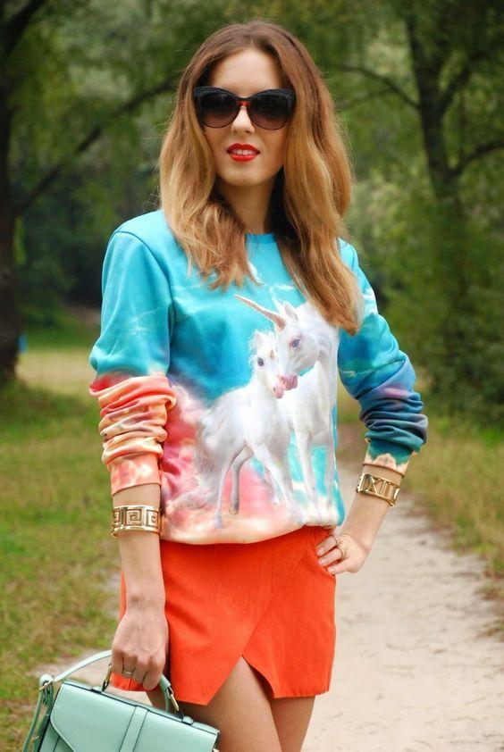 яркий женский свитшот с единорогами
