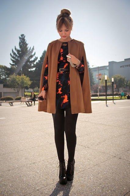 кейп-накидка модный образ с платьем и колготами