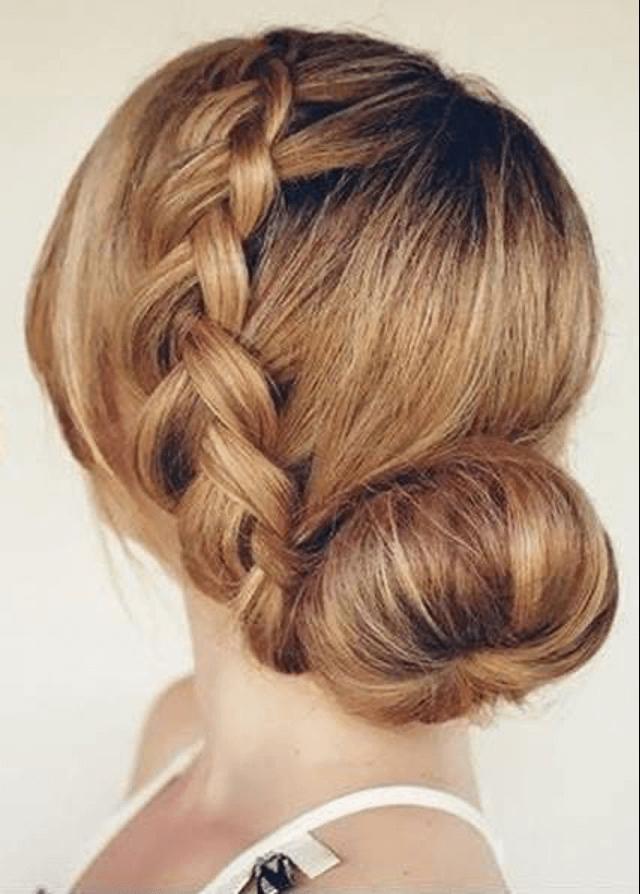 Французская коса и нижний пучок