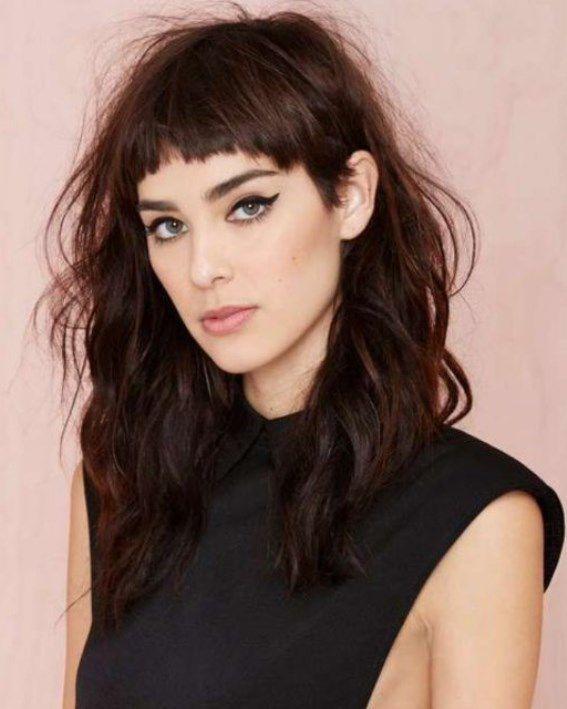 стрижка на жидкие волосы с челкой для худого лица