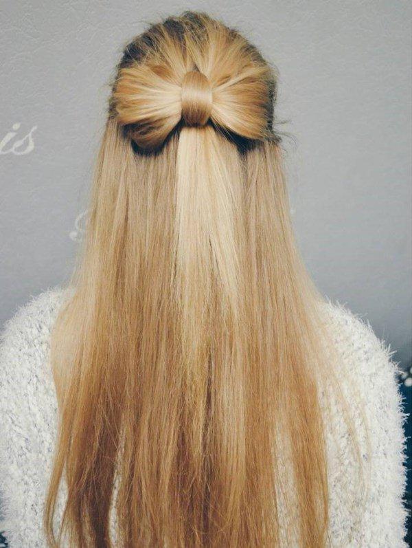 бант с распущенными волосами