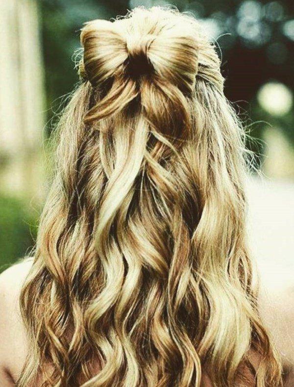бантик с волнистыми волосами
