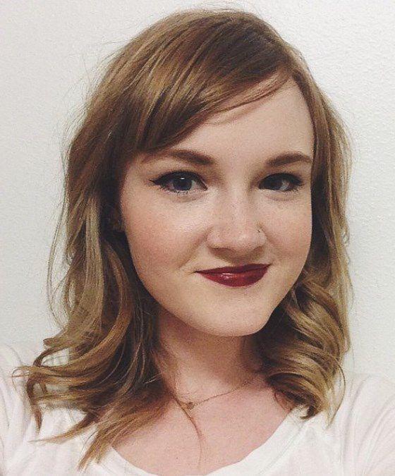 прически на средние волосы с челкой фото