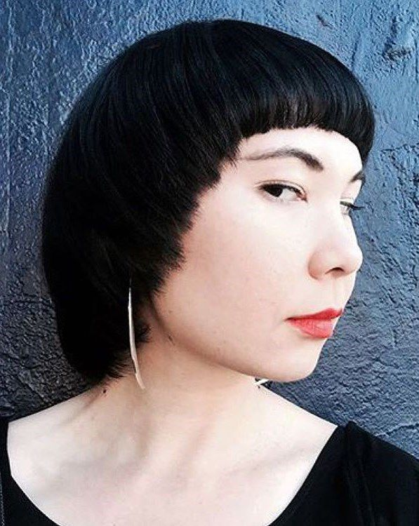 каскад на средние волосы с челкой