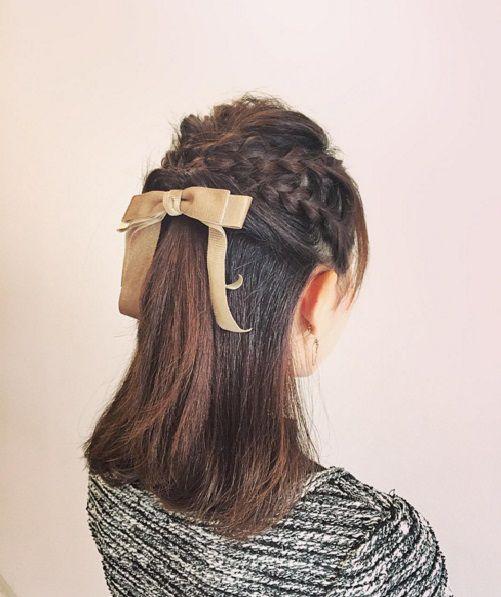 прическа из косичек на средние волосы