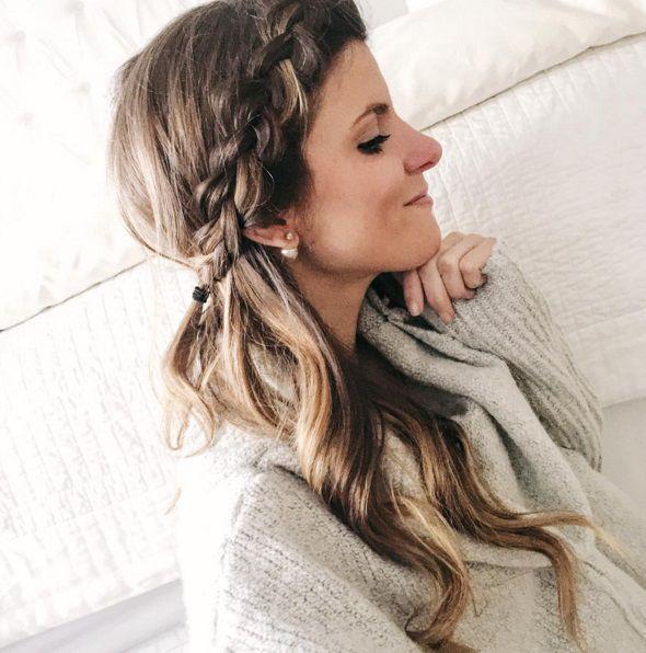 прическа с косой и распущенными волосами