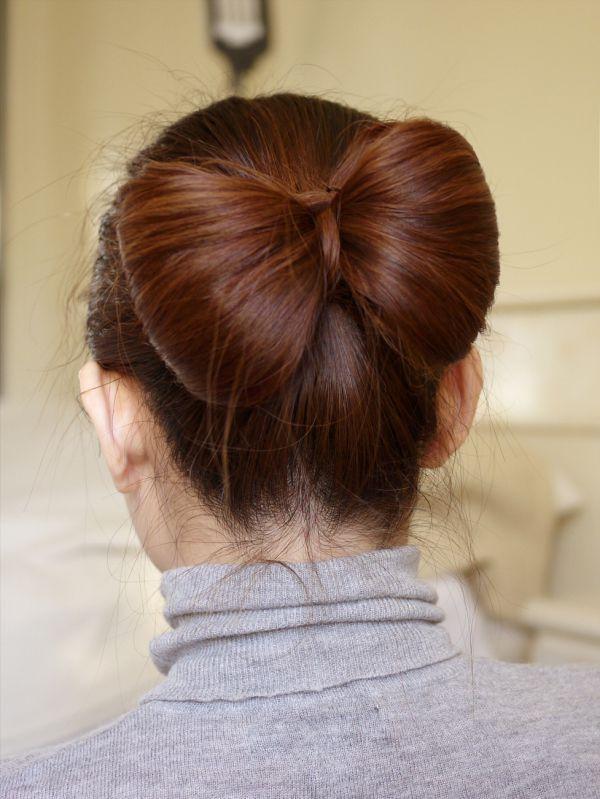 прически на средние волосы на каждый день своими руками