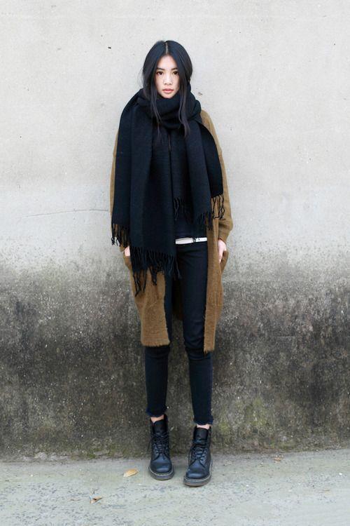 черный шарф с бахрамой