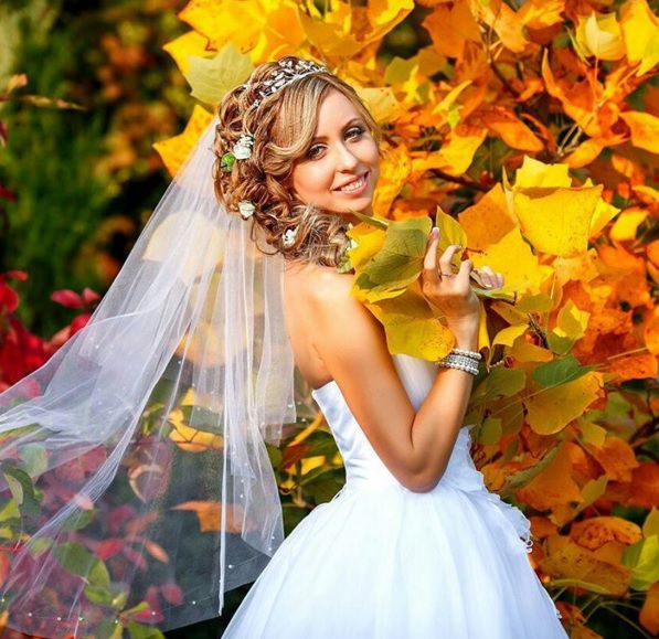 свадебные прически для круглого лица с фатой