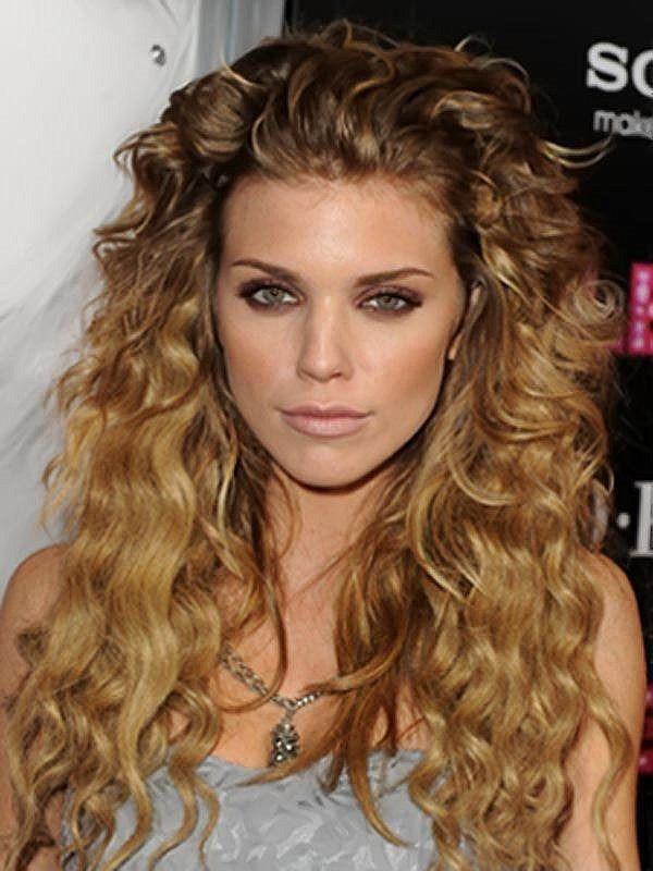 стрижки на волнистые волосы фото