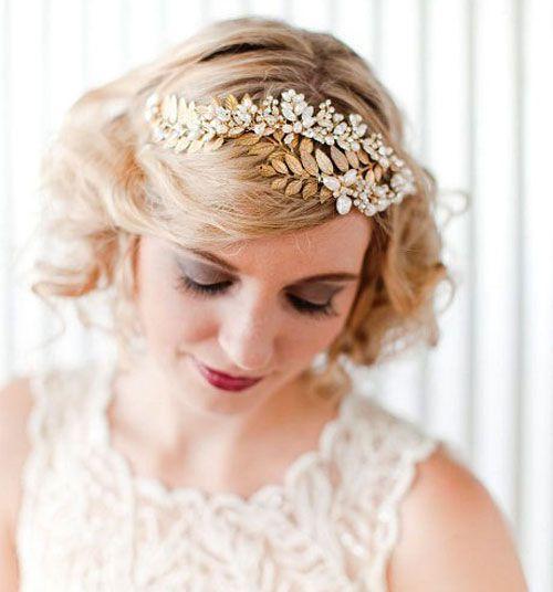 свадебная стрижка на средние волнистые волосы