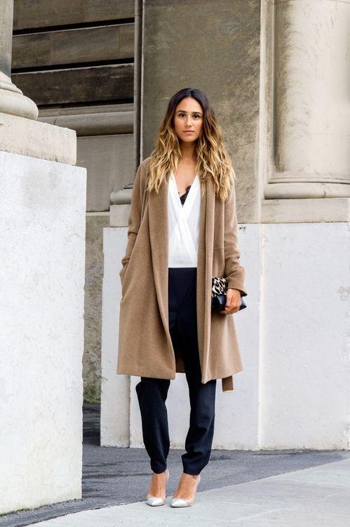модное коричневое пальто