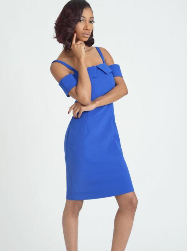 голубое платье футляр на бретельках фото