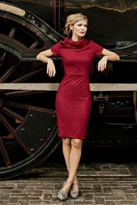 красное платье футляр с воротником фото