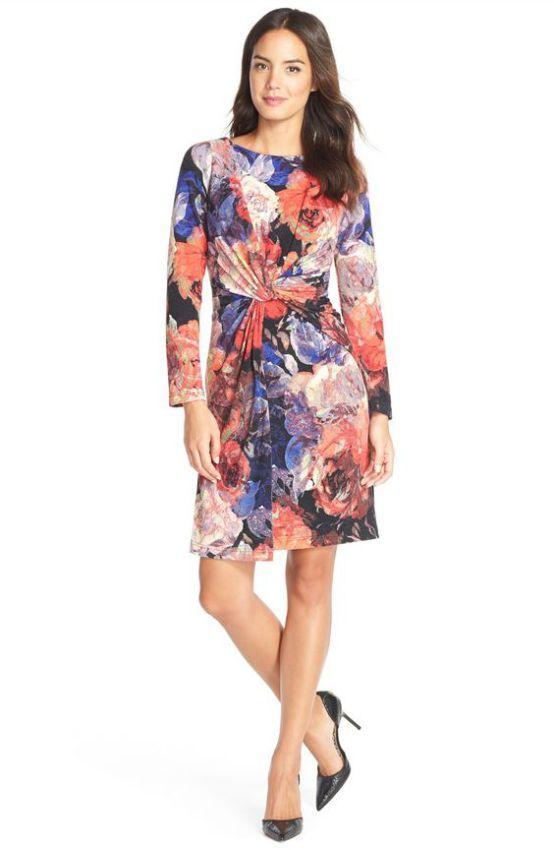 цветное платье-футляр из плотного трикотажа