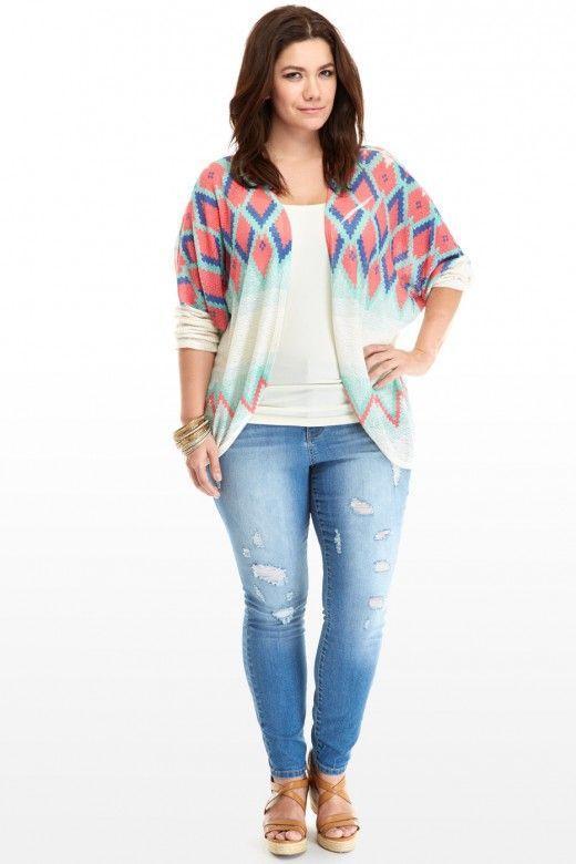модная кофта с голубыми джинсами