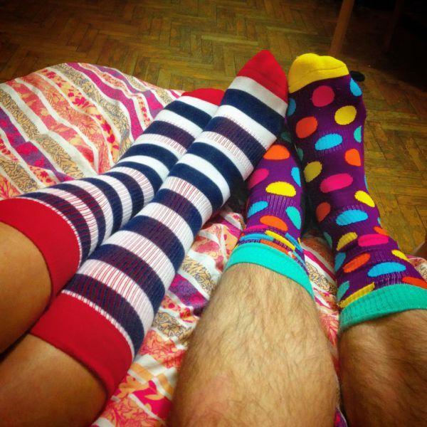 веселые носки в линию и горох