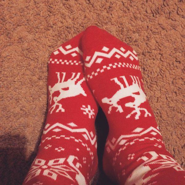 красные носки с оленями