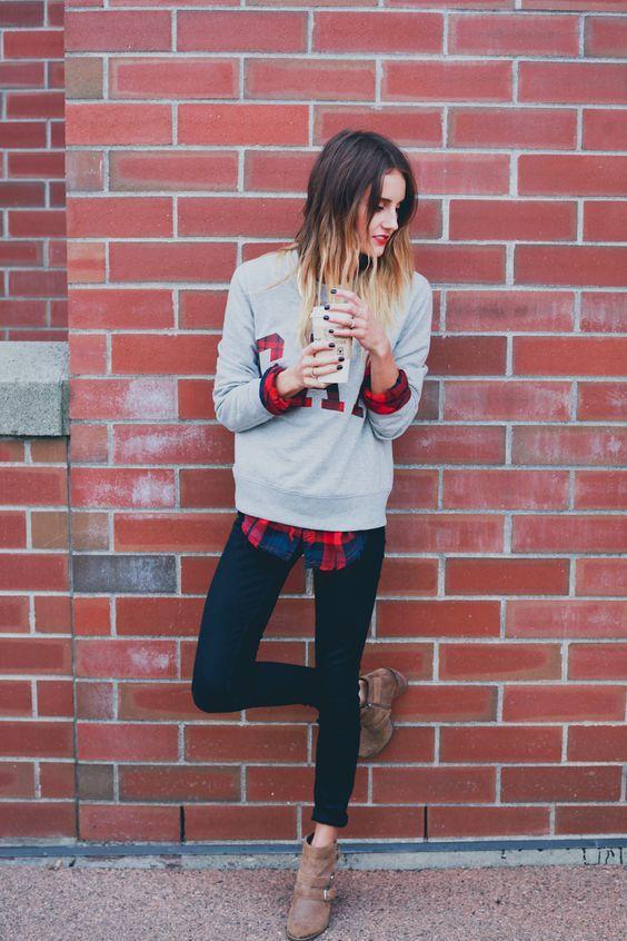 модный женский серый свитшот с леггинсами