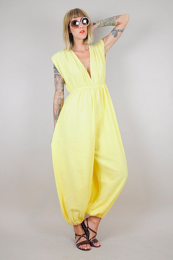 прикольный желтый летний комбинезон для женщин