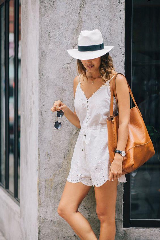 короткий белый летний комбинезон со шляпой для девушек фото