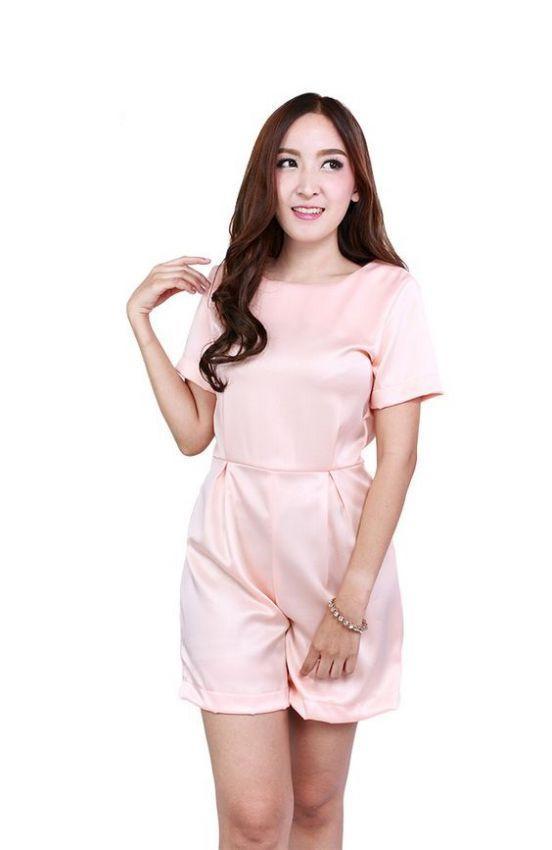 розовый летний комбинезон из атласа для женщин фото