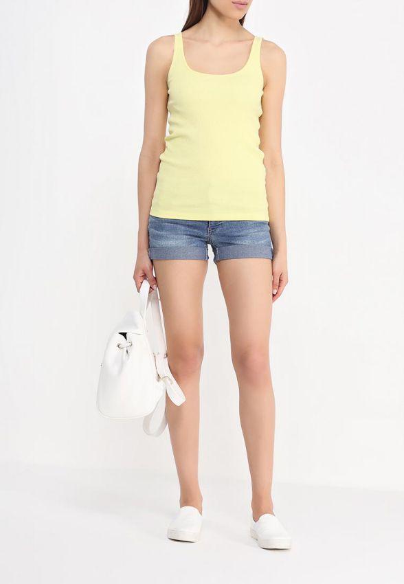 красивая женская майка на лето образ с короткими шортами фото