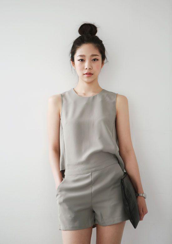 однотонный серый летний комбинезон для девушек фото
