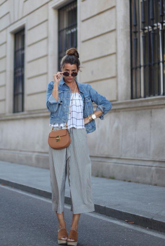 стильные серые брюки кюлоты с курткой из денима