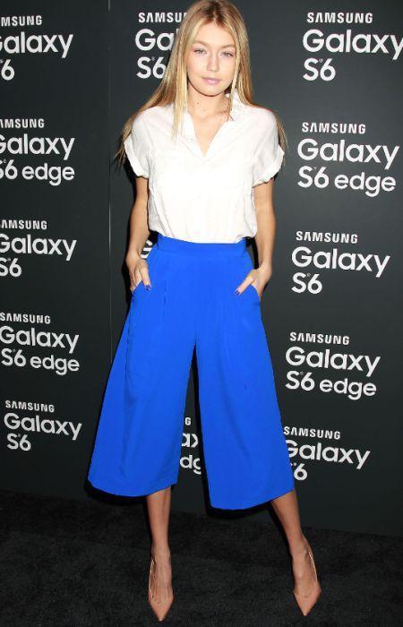 модные синие кюлоты брюки с каблуками