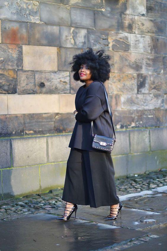 черные кюлоты с пиджаком для крупных женщин