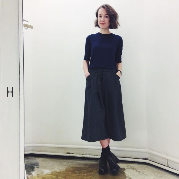 стильные женские юбка брюки с футболкой