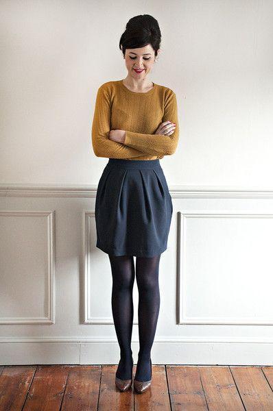 с чем носить юбку тюльпан - колготы, свитер, туфли