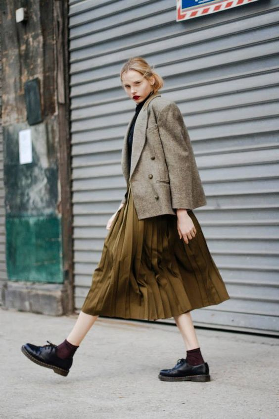 стильный осенний лук - плиссированная юбка и пиджак