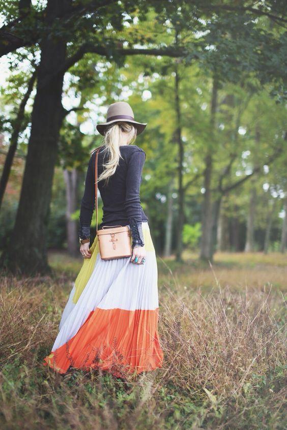 разноцветная макси юбка-плиссе модный образ